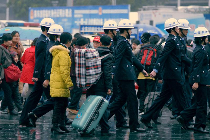 """发改委提出四个""""进一步""""稳定春节物价 做好应急预案"""
