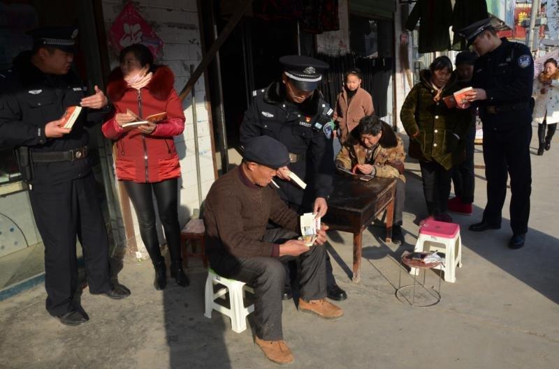 """永城:滦湖派出所开展以""""温暖回家路,无毒最幸福""""为主题的禁毒宣传活动"""