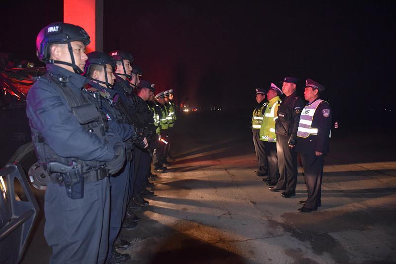永城市公安局特警大队联合交警 卡口大队开展盘查行动