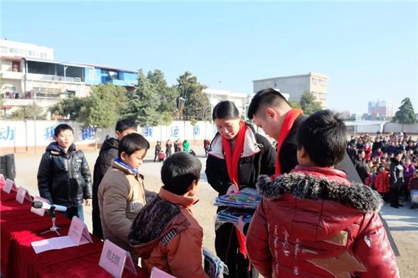 """穰东310名学生被表彰为""""中原好少年"""""""