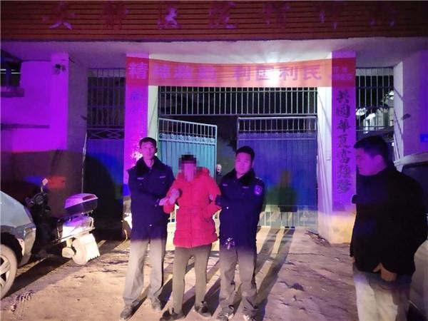 邓州民警救助疑似精神病女子呼吁网友联系家人