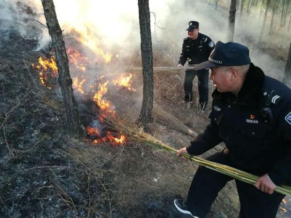 """桐柏县公安局:""""大走访""""中遇火  警民协力排火患"""