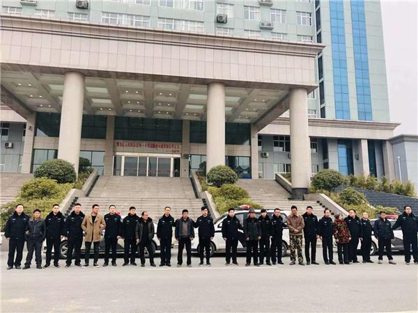 唐河县农信联社:联合法院开展依法打击老赖执行活动