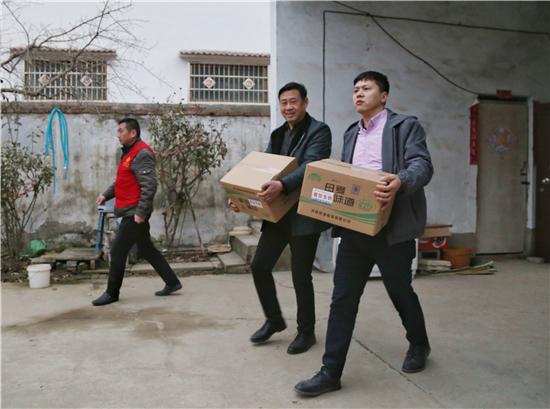 暖心!中华网河南频道联合爱心企业扶贫济困送温暖