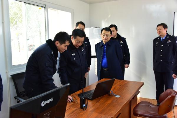 戚绍斌副市长深入邓州市看望慰问一线民警