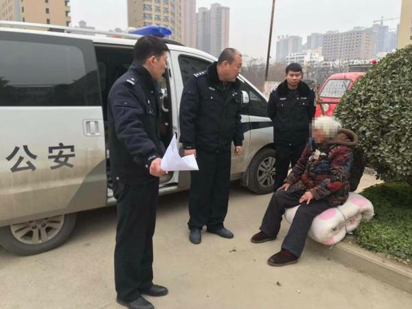 邓州湍河派出所民警热心救助一流浪老人