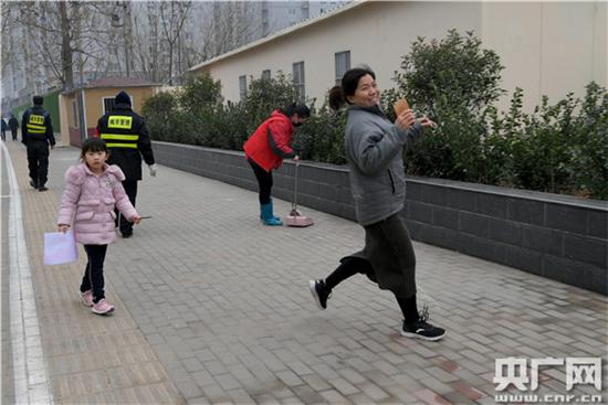 """郑州市管城区紫荆山南路街道全力推进""""路长制"""""""