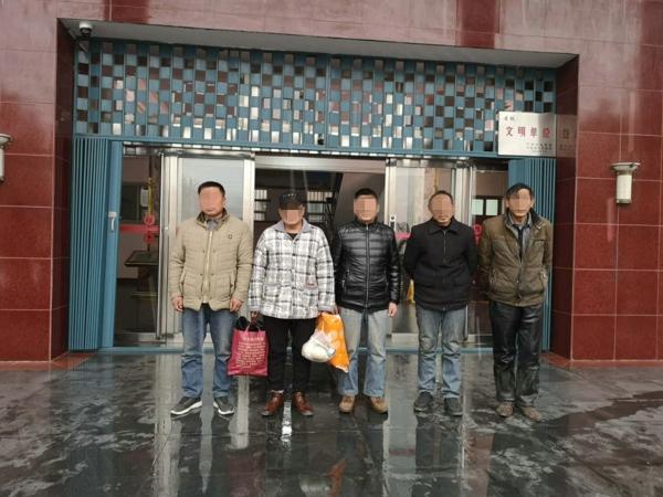 """宛城区法院 :春节前执行利剑出鞘  一早上擒获""""老赖""""11名"""