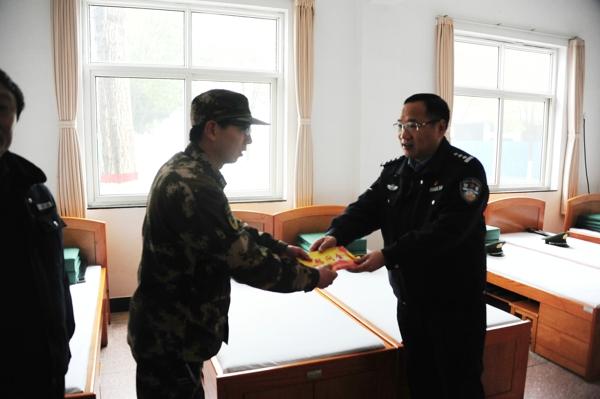 邓州市公安局党委走访慰问消防大队、武警中队和看守所