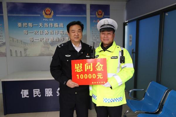 南阳市公安局常务副局长周浩然深入邓州走访慰问
