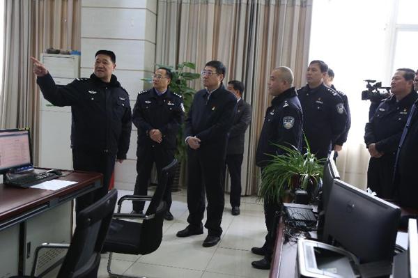 南阳市委常委、邓州市委书记吴刚深入公安局走访慰问