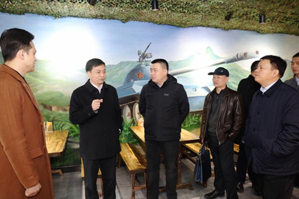 """郑州市退役军人事务局局长为退役军人创业者送""""年货"""""""
