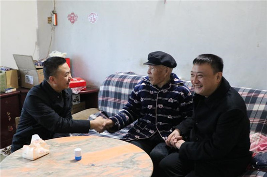 姜江局长看望慰问退休老干部代表