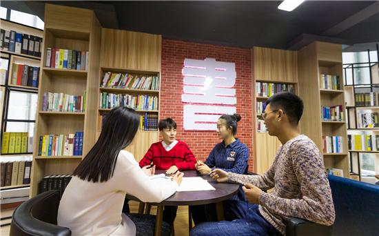 """郑州西亚斯学院推行""""住宿书院""""育人模式 全人教育理念见成效"""