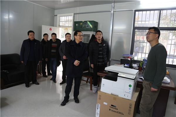 镇平县法院:新年上班第一天  全心投入忙工作