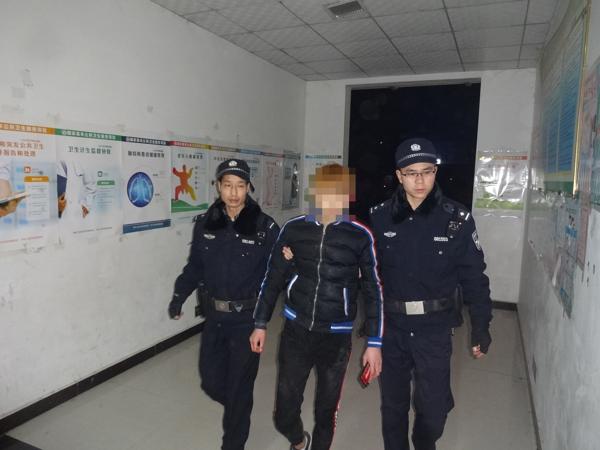 邓州:孟楼派出所民警深夜救助落水少年