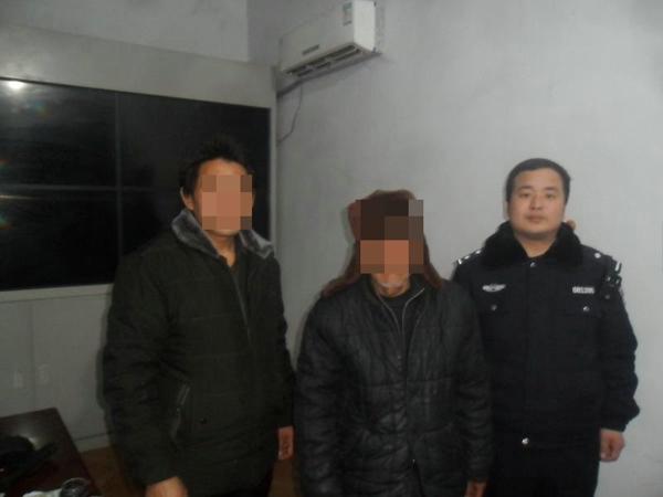邓州文渠:民警救助迷路老人获群众点赞