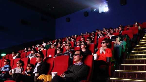 """票价上涨约15% """"春节档""""电影票为何变贵了?"""