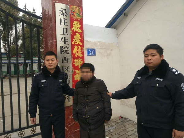 邓州一男子突发精神病打砸物品  民警制服垫付医疗费