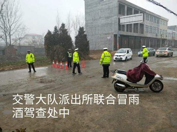 新野警方:交警大队多措并举严查酒驾、醉驾