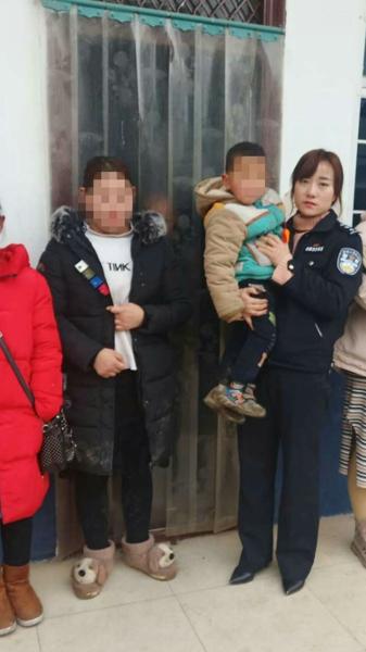 社旗县:民警找回走失儿童 家属送锦旗表感激