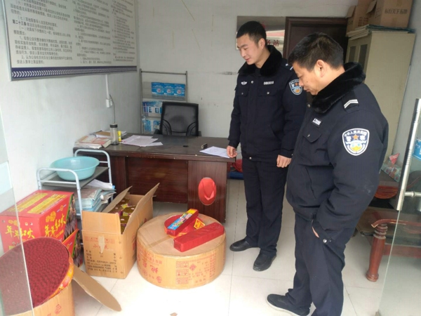 邓州湍河派出所查获一起非法储存、销售烟花爆竹案