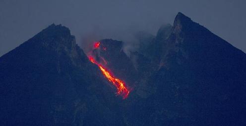 直击印尼默拉皮火山喷发