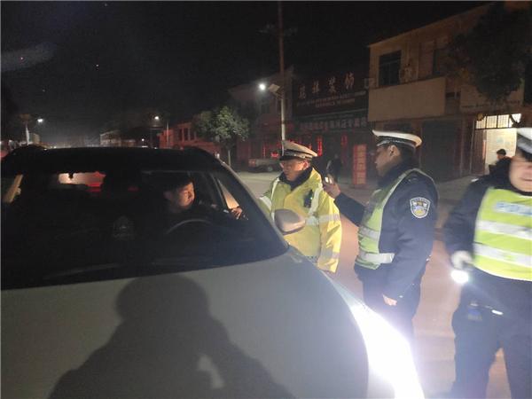 南召县交警全力做好元宵期间交通安全