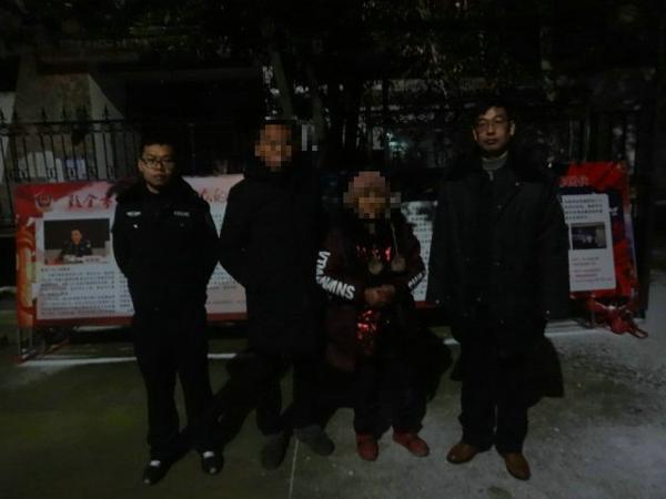 邓州镇平两地民警联手救助走失老人获群众点赞