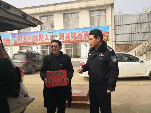 社旗县公安局局长高青走访慰问贫困户和驻村工作队