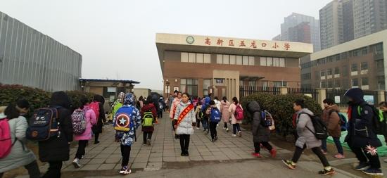 新起点,新自己:郑州高新区五龙口小学举行开学典礼