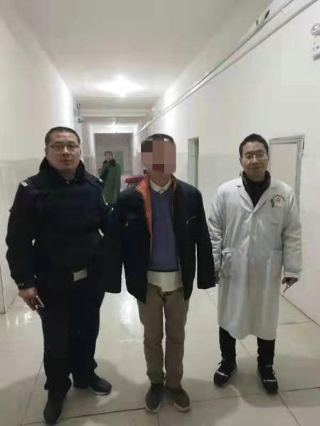 内乡公安:精神病人扬言杀人 民警制服送医保民安