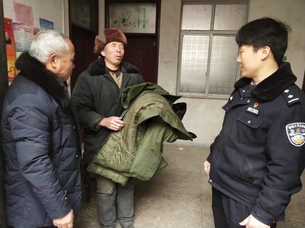 邓州赵集:民警送温暖 慰问暖人心