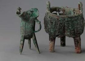 方鼎、方尊 安阳出土一批商代晚期青铜礼器