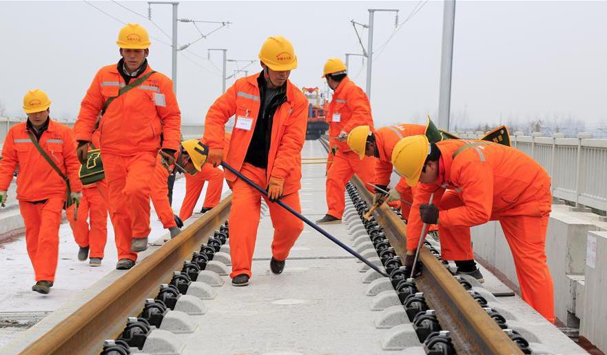 安徽亳州:商合杭高铁正式开始铺轨