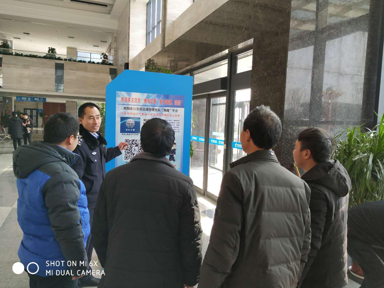 邓州高集派出所深入驰诚驾校开展交通安全宣传活动