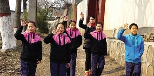七年半得55张奖状 郑州15岁的五胞胎们梦想骑单车上学