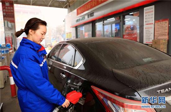 """国内成品油价格迎来""""四连涨"""" 柴油每吨提高260元"""