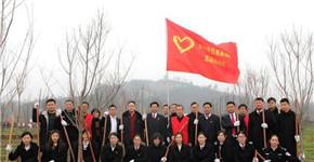息县法院干警义务植树 为息县增添新绿