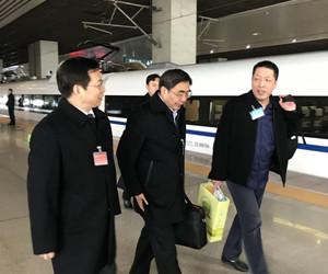 带着全省人民的期望和重托 30名住豫全国政协委员抵京