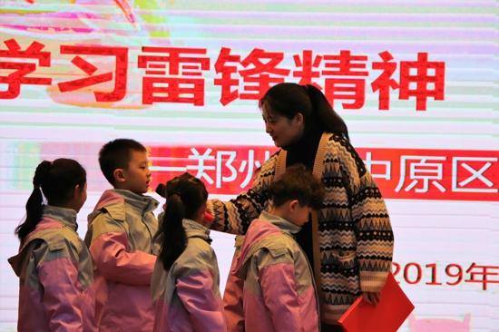 用我们的善行温暖整个春天 ——郑州市中原区建设路小学开展学雷锋主题活动