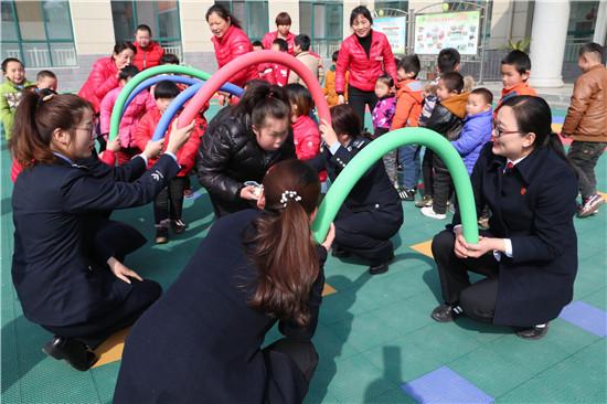 邓州法院:三八节关爱残疾儿童 传递爱心力量