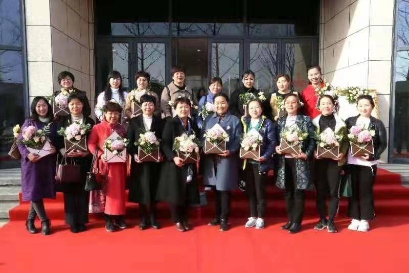 九三学社商丘市委与商丘日报报业集团联手举办艺术插花沙龙活动