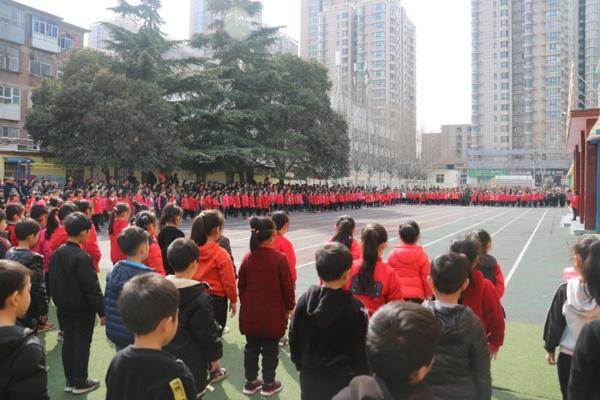 学军人英姿,展少年风采  ——郑州市伏牛路小学一年级军训汇报展示
