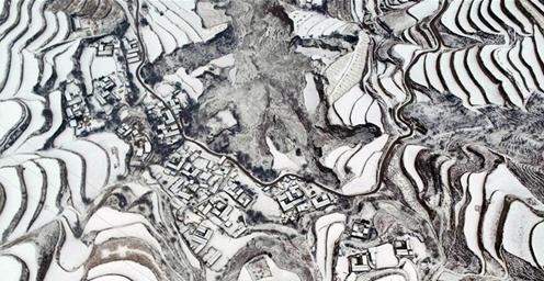 甘肃定西:黄土高原银装素裹 宛如画卷