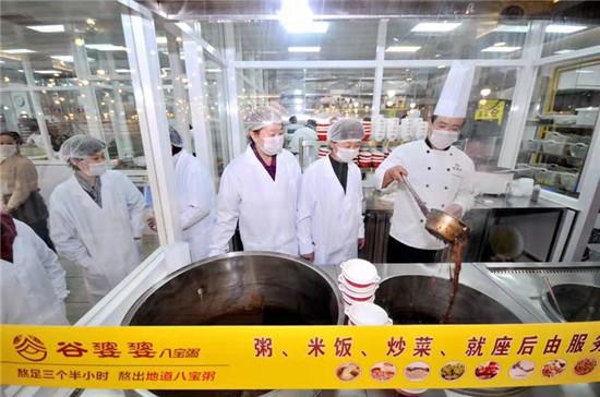 【聚焦3.15 品质365】南阳谷婆婆八宝粥邀市民代表进厨房