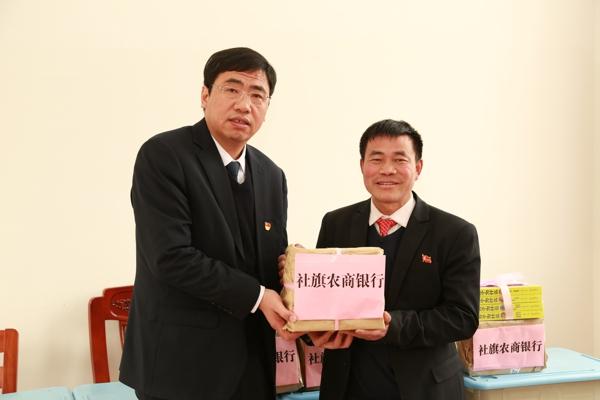 """社旗农商银行开展学习""""时代楷模""""张玉滚主题党日活动"""