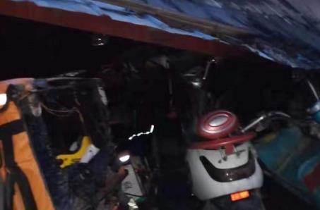 郑州一小区车棚着火40多辆电动车被烧毁 原因调查中