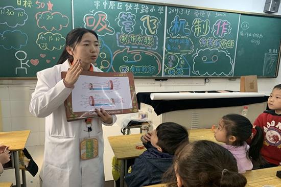 """飞机""""诞生记"""" ——来自伏牛路小学科学2.0魅力课堂"""