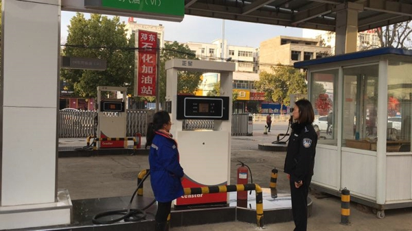 邓州:胜派利出所对辖区加油站开展安全检查